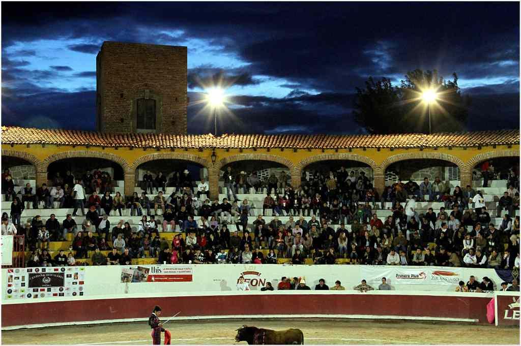 Plaza de Toros Oriente . . .